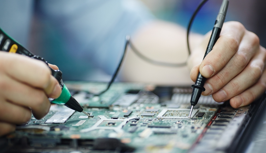 checking-current-laptop-circuit-board_kl