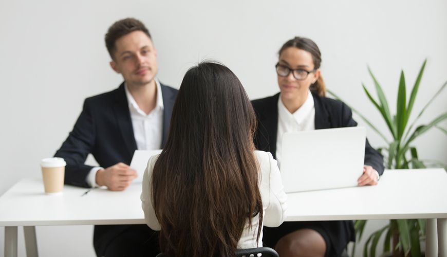 headhunters-interviewing-female-job-candidate_kl